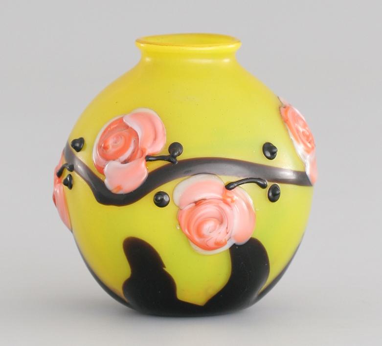 https://ufe-experts.fr/wp-content/uploads/2019/08/04-Schneider-Vase-Bijou-Travail-au-chalumeau-Décor-Roses-thé-1922-1925-Hauteur-8-cm.-Photographe-Jean-Pierre-Serre-IMG_2844-copie.jpg