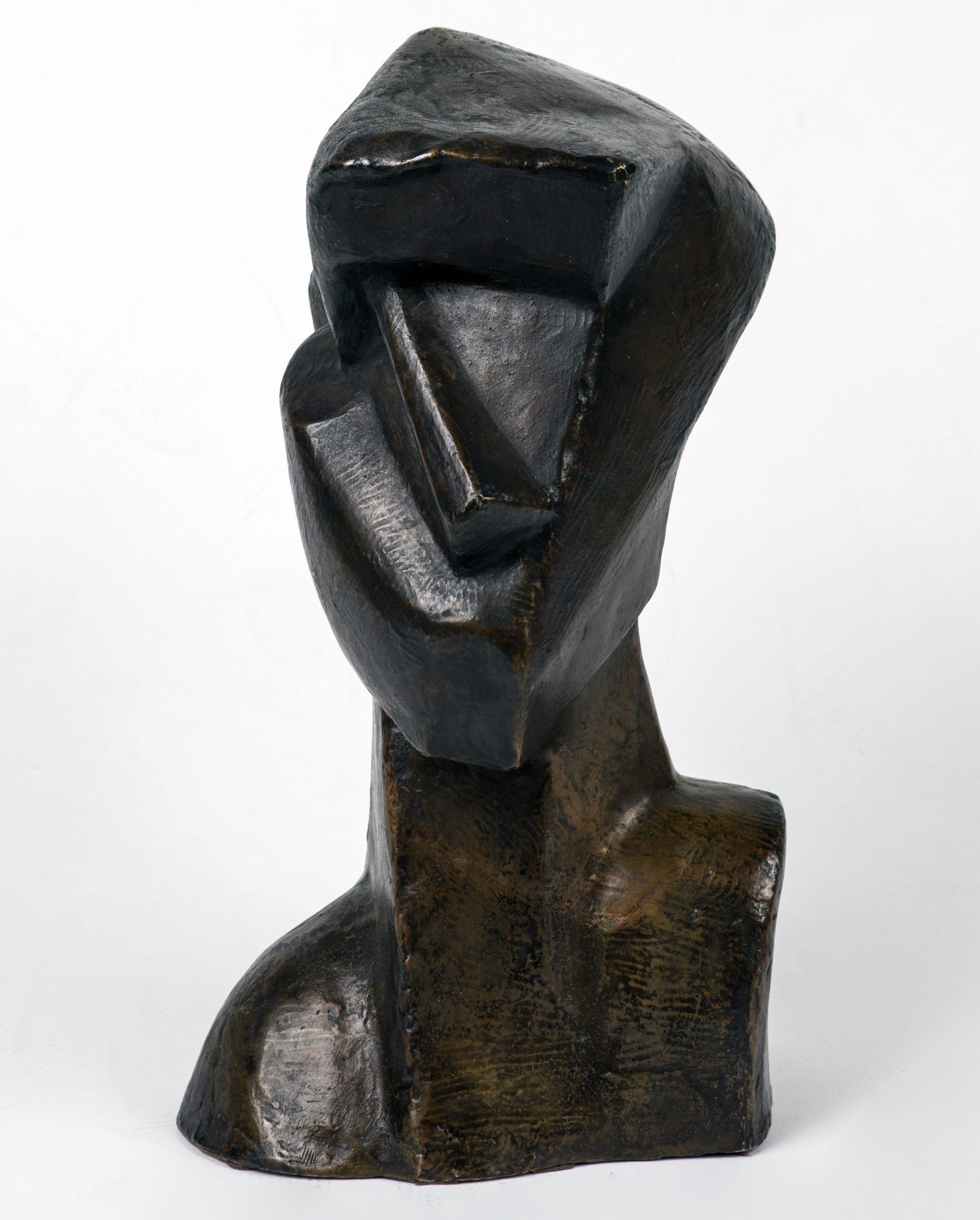 Josef Csaky- Tête (1914) Sculpture en bronze à patine brun doré Fonte du vivant de l'artiste ; Cachet de fonderie Chiurazzi, numérotée 4/8 Signée « CSAKY » et datée « 1914 » H. 38,5 x L. 21,5 x P. 12 cm © archives de l'expert