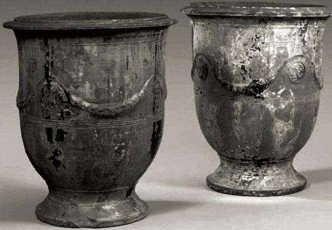 Vases d'Anduze à piédouche en terre cuite émaillée © ufe