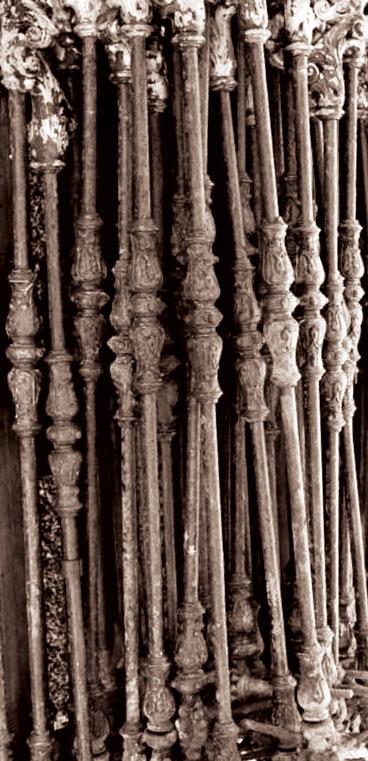 Balustres d'escalier en fonte ancienne © ufe