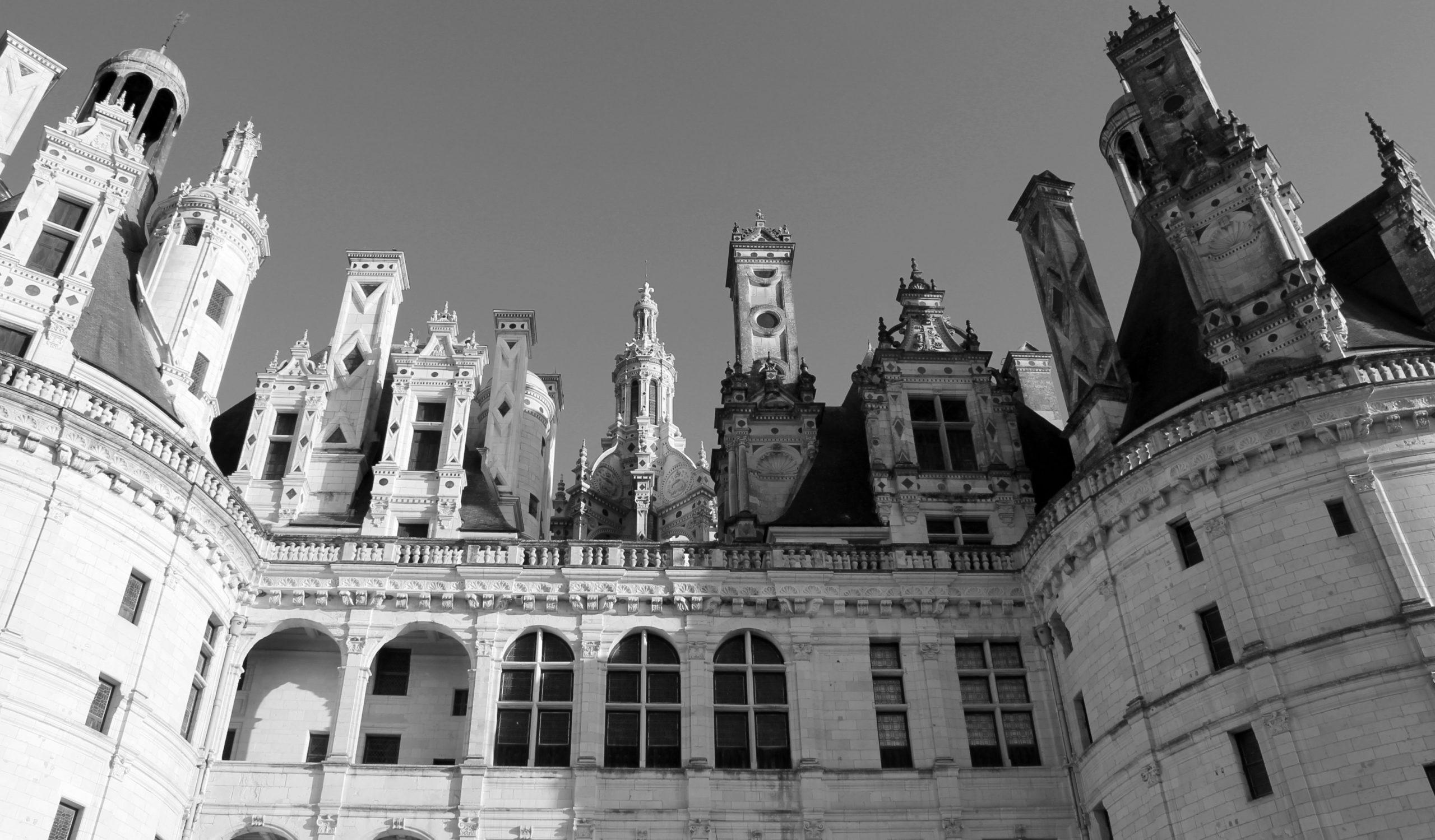 https://ufe-experts.fr/wp-content/uploads/2019/08/6-Vue-du-château-de-Chambord-1-scaled.jpg