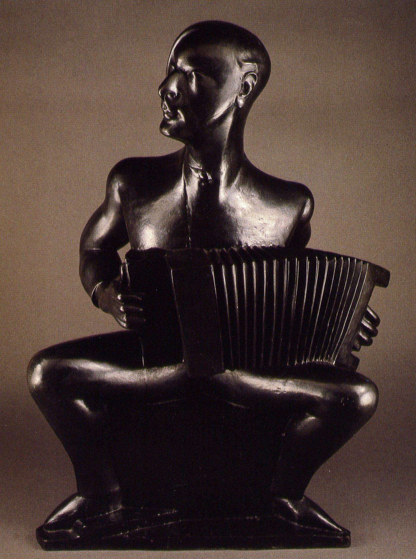 L'accordéoniste – Per Krohg 1924 - Épreuve en bronze, fonte post-mortem Susse 91x60x46cm Coll. part.© archives de l'expert