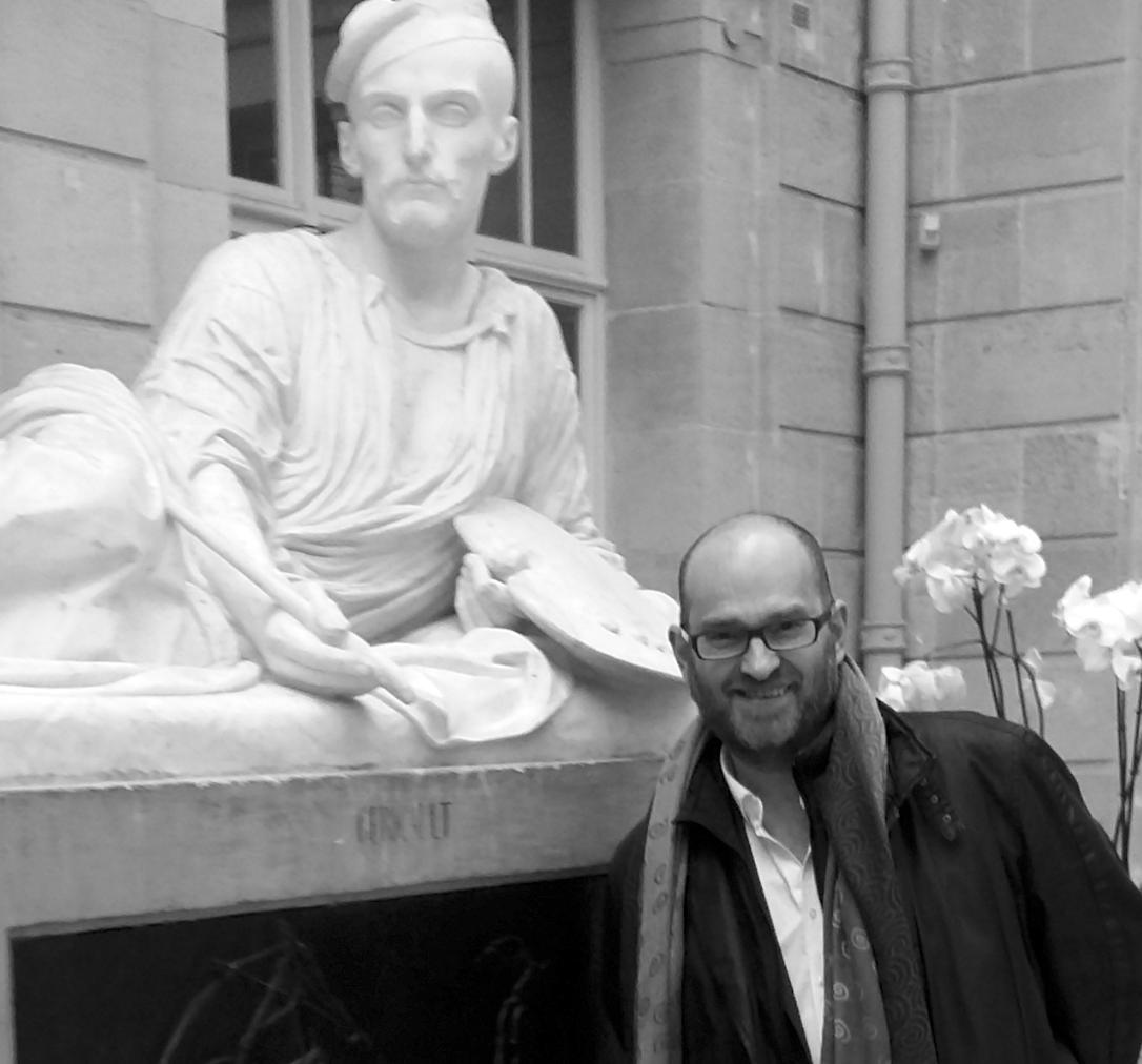 Bruno Chenique, devant le premier tombeau de Géricault, au Musée des Beaux-Arts de Rouen