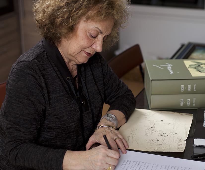 Rosemarie Napolitano, à son bureau © crédit Bertrand Hugues