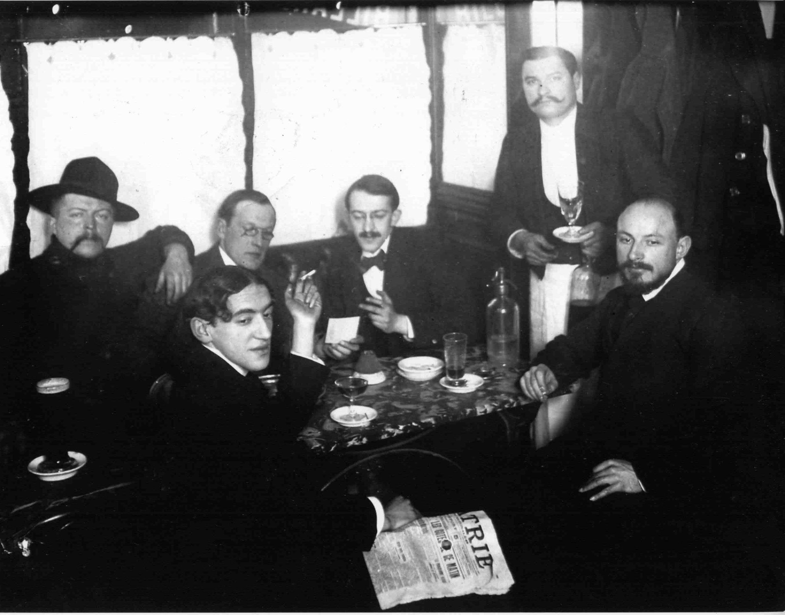 https://ufe-experts.fr/wp-content/uploads/2019/08/PASCIN-au-Dôme-à-Montparnasse-en-1905-©-Archives-Napolitano.jpg
